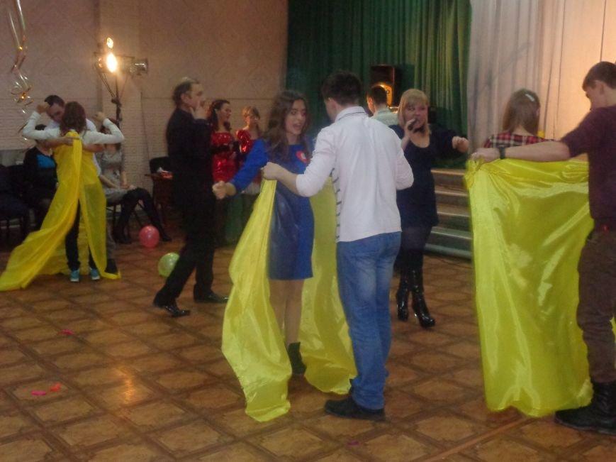 В Центре творчества и досуга Красноармейска отпраздновали День Святого Валентина (фото) - фото 7