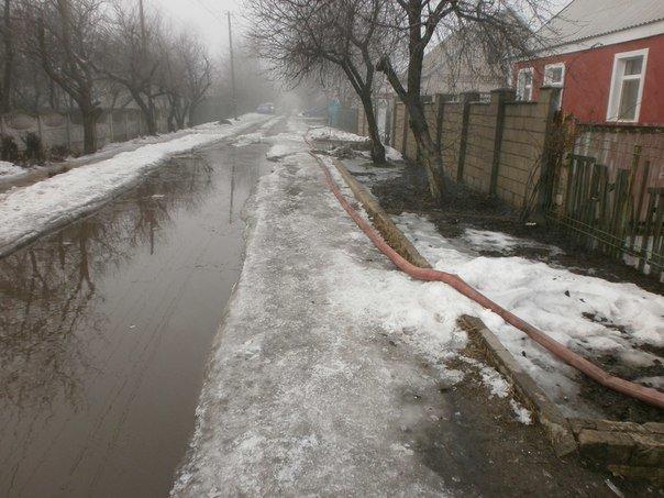 В Днепродзержинске на улице Луговой из-за таяния снега и дождя подтопило 4 дома (фото) - фото 6