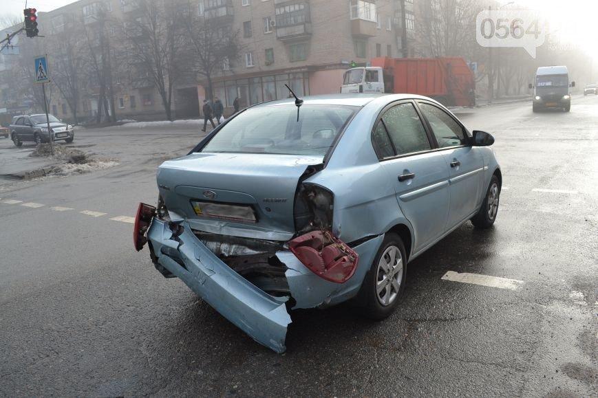 В Кривом Роге: дерево упало на дом, ВАЗ влетел в Hyundai, а криворожанин спустя год после отказа от мобилизации, пошел в армию (фото) - фото 3