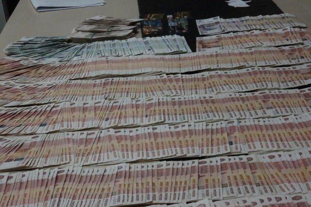 Под Днепропетровском у сепаратистов отобрали 5,3 миллиона: фотографии (фото) - фото 2