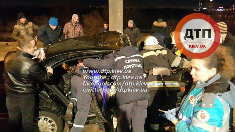 """На Набережном шоссе """"Мерседес"""" врезался в столб, водителя извлекали 40 минут (ФОТО), фото-4"""