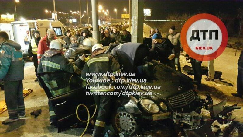 """На Набережном шоссе """"Мерседес"""" врезался в столб, водителя извлекали 40 минут (ФОТО), фото-3"""