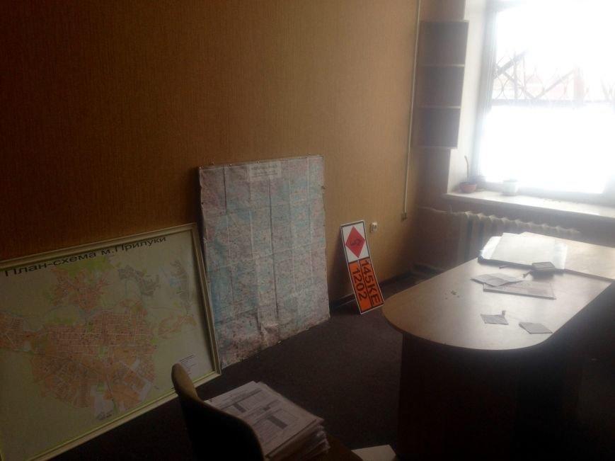 ГАИ и новая полиция в Чернигове не поделили шторы и мебель, фото-3