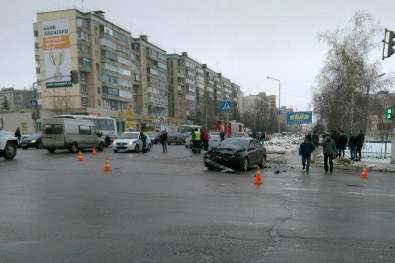 В Белгороде на Харгоре столкнулись две иномарки (ВИДЕО) (фото) - фото 1