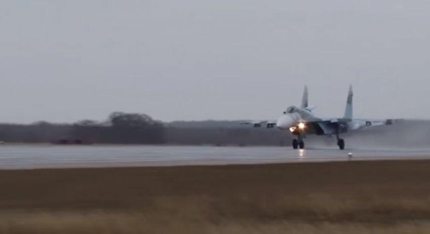 Появилось видео полетов истребителей Су-27 в Крыму, фото-3