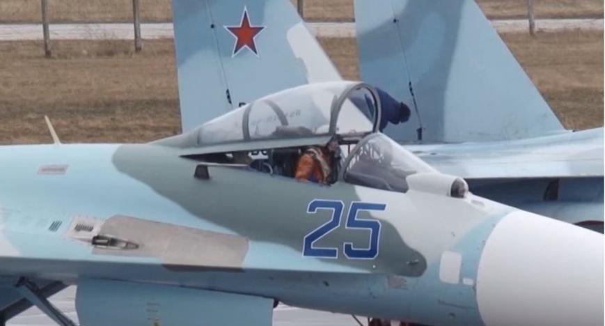 Появилось видео полетов истребителей Су-27 в Крыму, фото-1