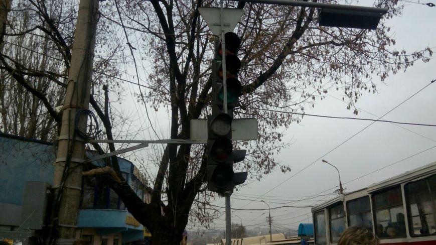 В центре Мариуполя не работают светофоры (ФОТО+ВИДЕО) (фото) - фото 1