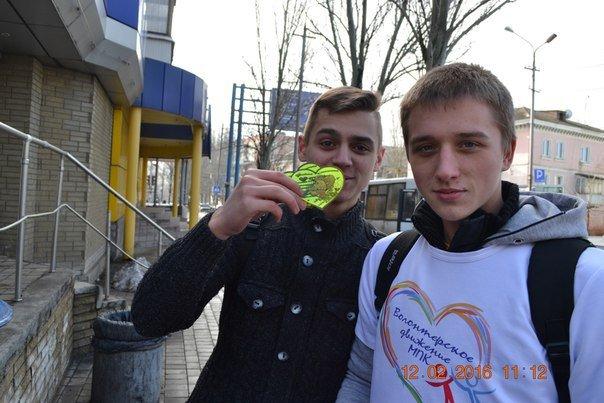 Волонтеры поздравили жителей Макеевки с Днем Валентина (фото) - фото 1