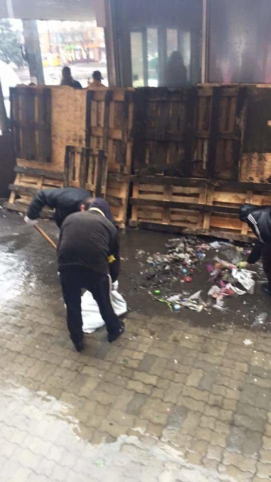 В Днепропетровске возле Ж\Д вокзала уже сносят МАФы: фотографии (фото) - фото 4