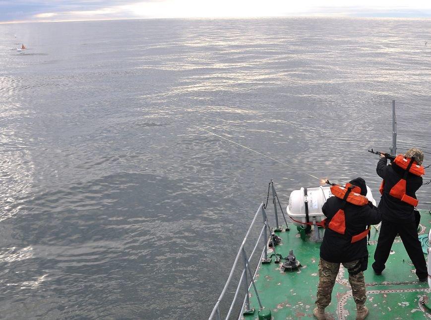 a51d4122d5a94c7843e40a8d550b6cd5 На острове Змеином одесские пограничники и военные моряки усилили оборону