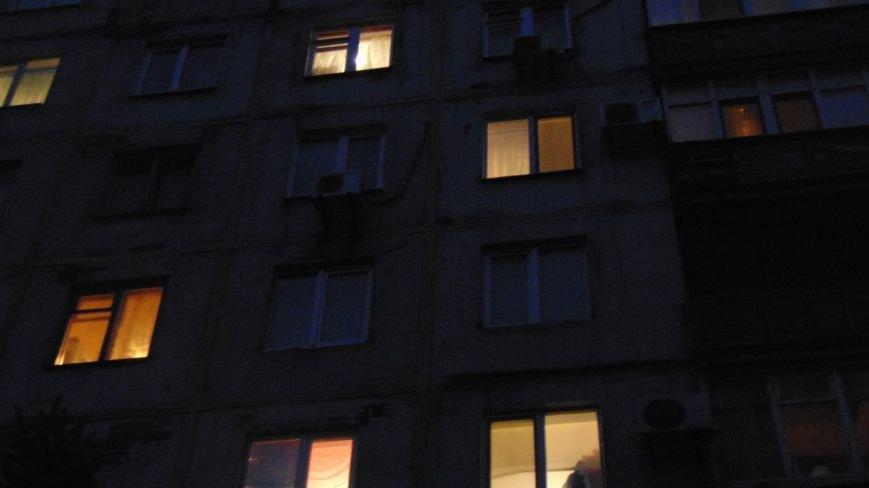 Маленький ребенок в Мариуполе остался один на один с пламенем пожара (ФОТО+ДОПОЛНЕНО) (фото) - фото 4