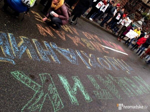 Под КГГА киевляне митингуют за возвращение пешеходного Крещатика (ФОТО) (фото) - фото 1