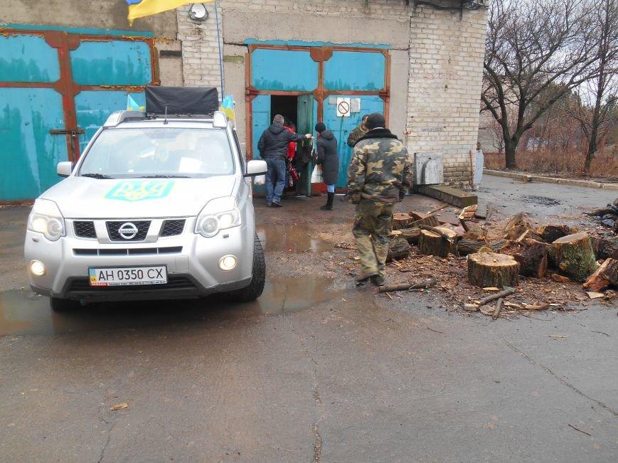 Автопробіг у Слов'янську побував у гостях на Карачуні. Привезли військовим продукти (фото) - фото 1