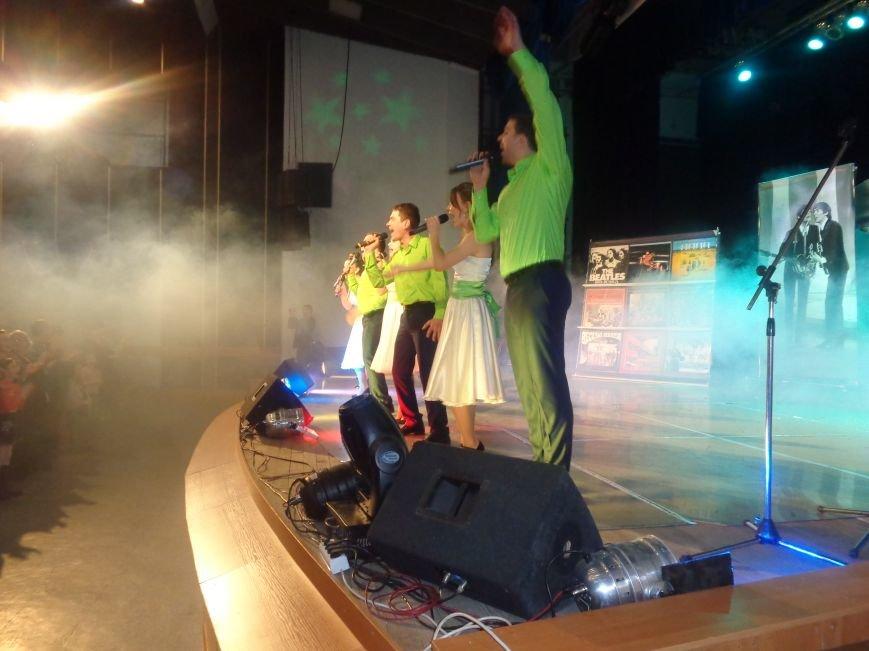 Выход на «бис», Украина в сердце и группа «Kiss»: в Красноармейске отгремел музыкальный концерт «ВИА-Мания» (фото) - фото 11