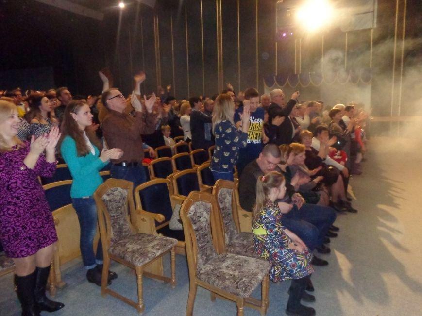 Выход на «бис», Украина в сердце и группа «Kiss»: в Красноармейске отгремел музыкальный концерт «ВИА-Мания» (фото) - фото 12