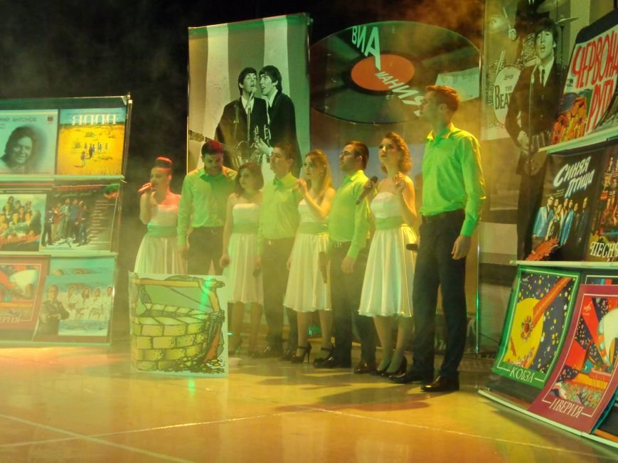 Выход на «бис», Украина в сердце и группа «Kiss»: в Красноармейске отгремел музыкальный концерт «ВИА-Мания» (фото) - фото 1
