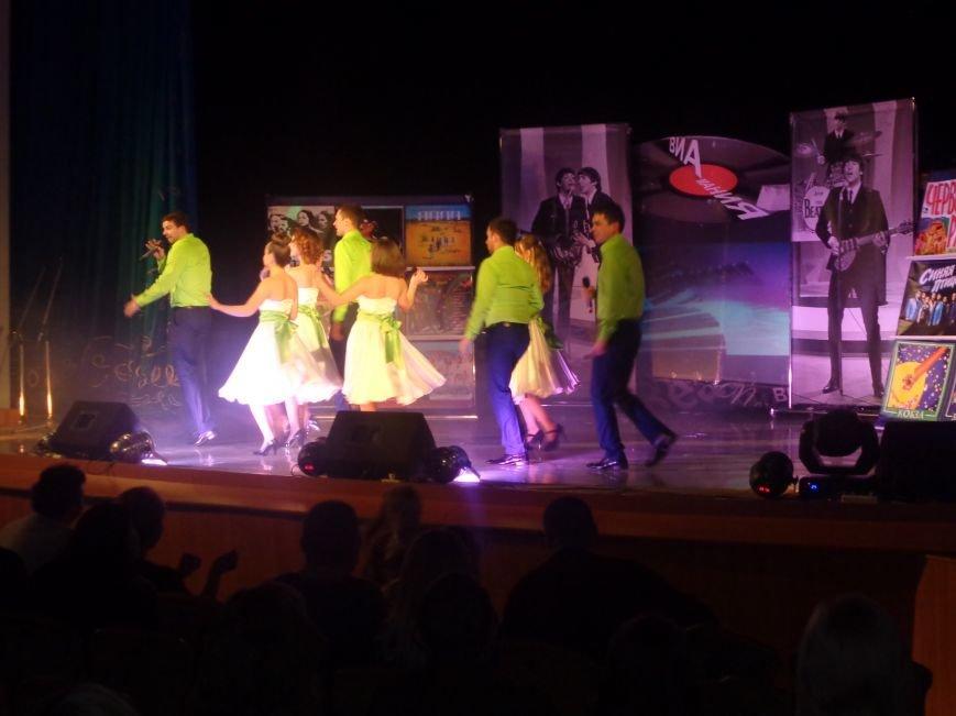 Выход на «бис», Украина в сердце и группа «Kiss»: в Красноармейске отгремел музыкальный концерт «ВИА-Мания» (фото) - фото 10