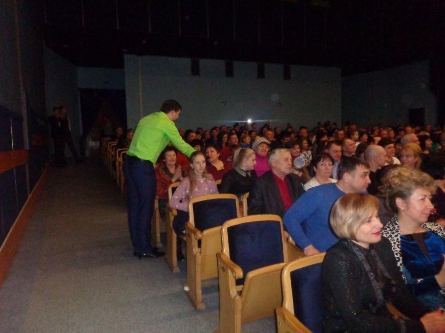 Выход на «бис», Украина в сердце и группа «Kiss»: в Красноармейске отгремел музыкальный концерт «ВИА-Мания» (фото) - фото 9