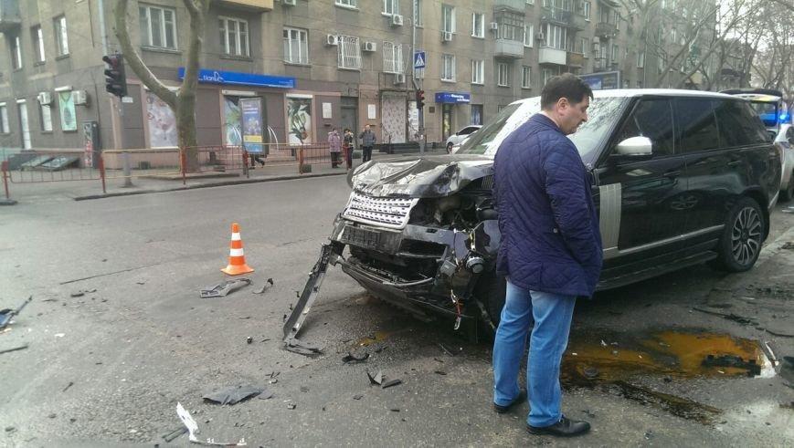 Масштабное столкновение в центре Одессы двух элитных иномарок (ФОТО) (фото) - фото 3