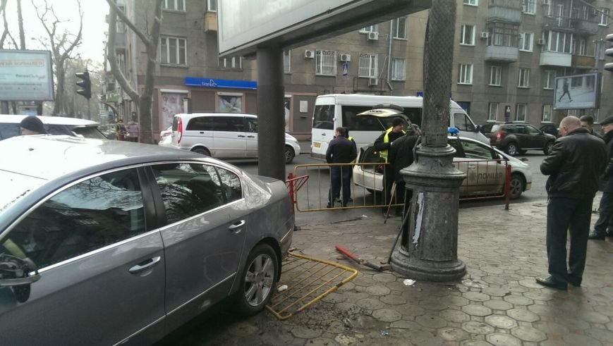 Масштабное столкновение в центре Одессы двух элитных иномарок (ФОТО) (фото) - фото 5