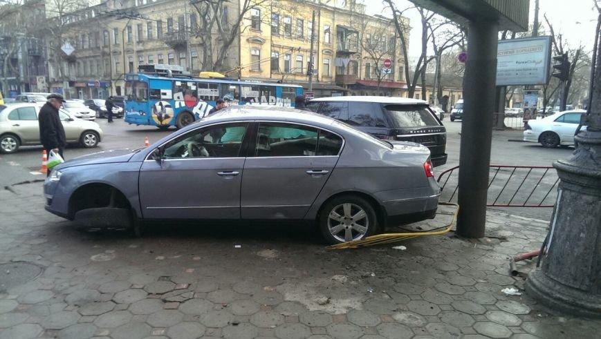 Масштабное столкновение в центре Одессы двух элитных иномарок (ФОТО) (фото) - фото 6