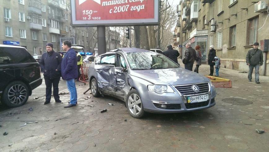 Масштабное столкновение в центре Одессы двух элитных иномарок (ФОТО) (фото) - фото 4
