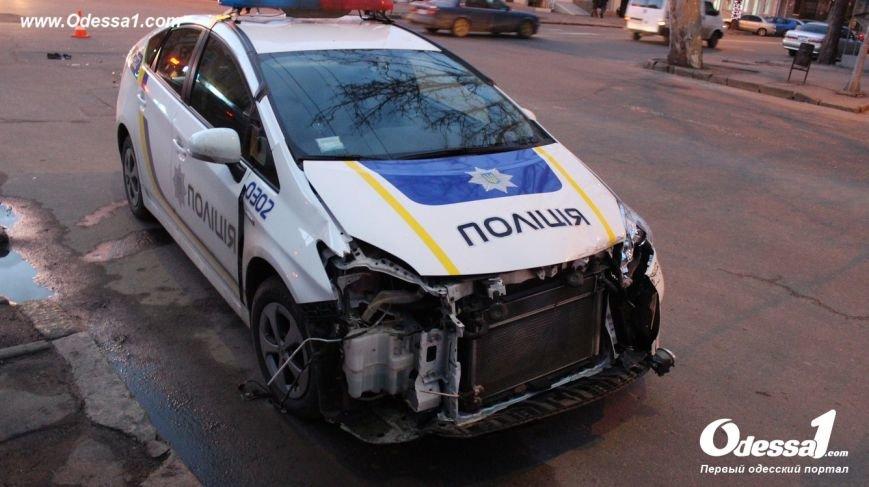 В центре Одессы в полицейскую машину врезался автомобиль с ребенком (ФОТО) (фото) - фото 1