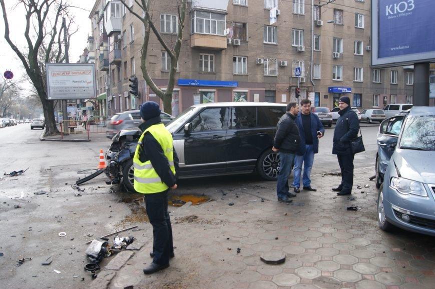 В аварии Range Rover в центре Одессы пешеходы не пострадали (ФОТО) (фото) - фото 2