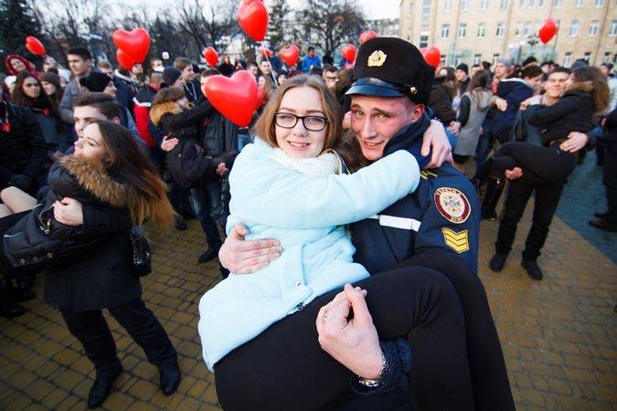 Днепродзержинец попал в Книгу рекордов Украины и выиграл конкурс с дамой на руках (фото) - фото 5