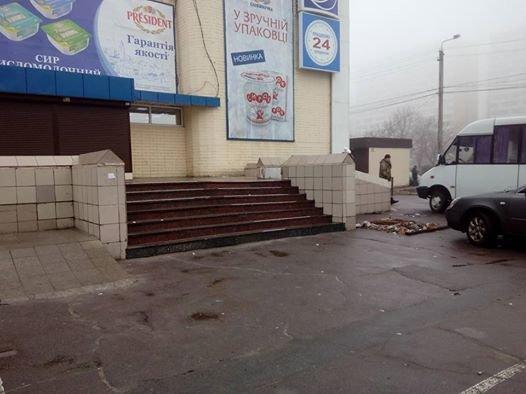 За выходные в Днепропетровске демонтировали 21 киоск, фото-1