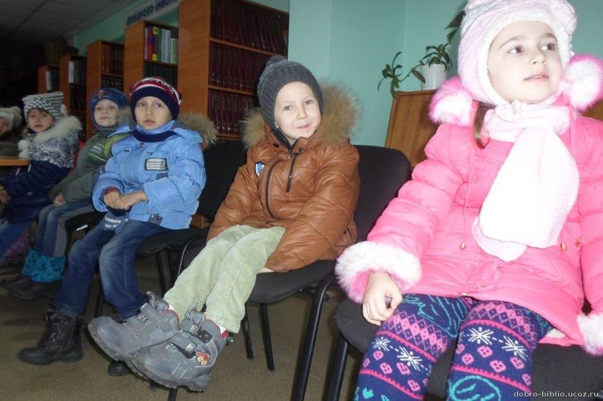 Малыши впервые побывали в Центральной городской библиотеке Доброполья (фото) - фото 1
