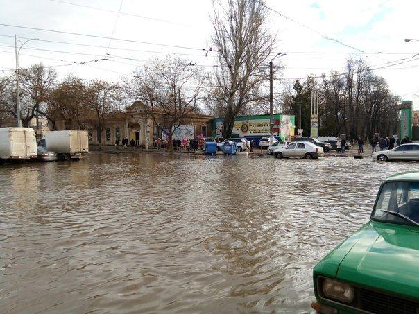 Большая вода: Из-за огромного прорыва подтопила одесский