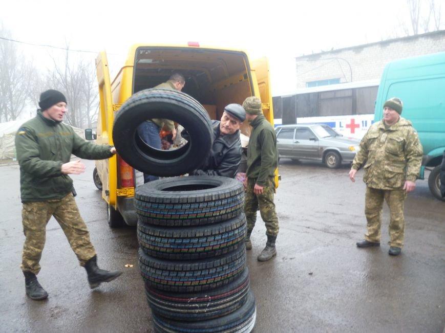 66-ому военно-мобильному госпиталю в Красноармейске луцкие волонтеры помогли автошинами, продуктами и медикаментами (фото) - фото 1