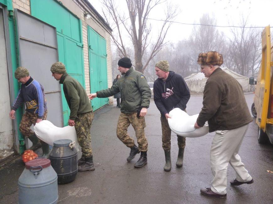 66-ому военно-мобильному госпиталю в Красноармейске луцкие волонтеры помогли автошинами, продуктами и медикаментами (фото) - фото 7