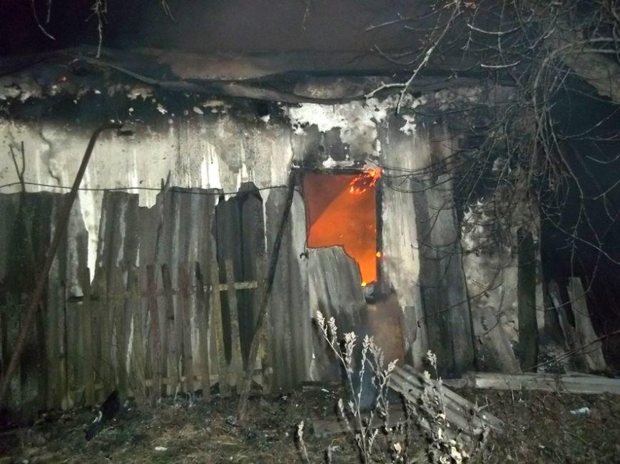 Пожар на улице Маршевой в Днепродзержинске уничтожил крышу жилого дома (фото) - фото 1