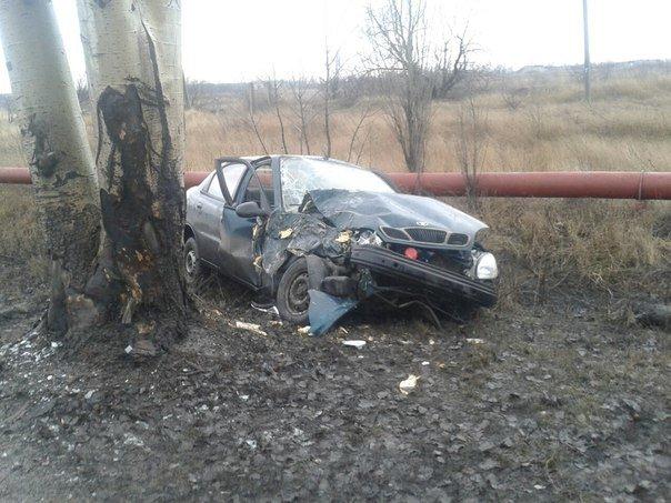 В Димитрове произошло шокирующее  ДТП:  «Daewoo Lanos» поцеловался с деревом (фото) - фото 3