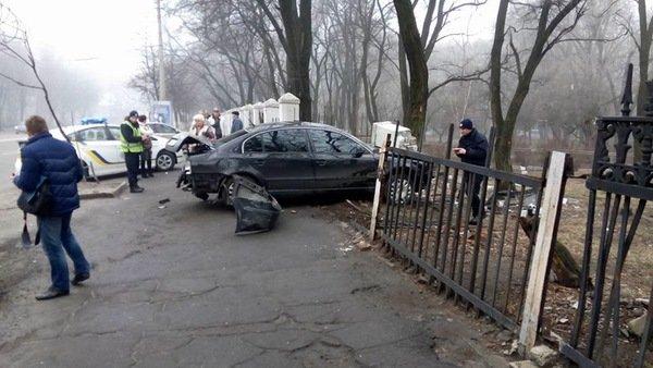 ДТП на проспекте Гагарина: Skoda врезалась в ограждение общежития ДНУ, фото-5