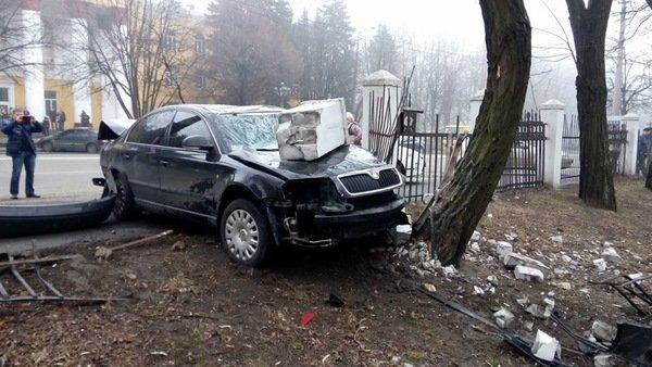 ДТП на проспекте Гагарина: Skoda врезалась в ограждение общежития ДНУ, фото-6