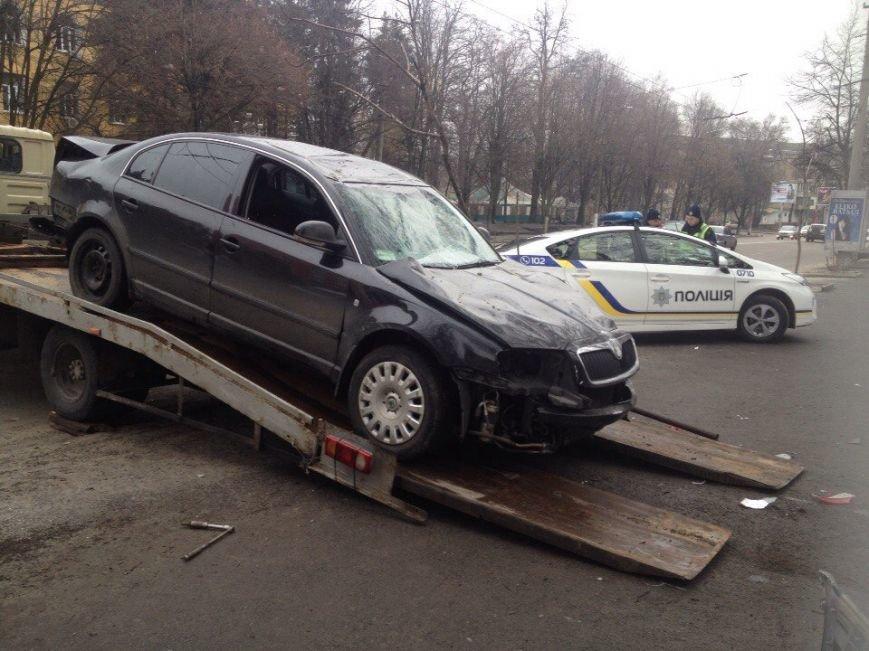 ДТП на проспекте Гагарина: Skoda врезалась в ограждение общежития ДНУ, фото-2