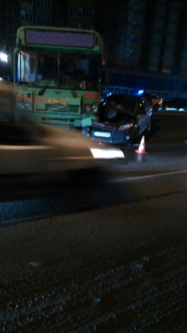 На Набережной Победы автобус перегородил 4 полосы (ФОТО) (фото) - фото 4