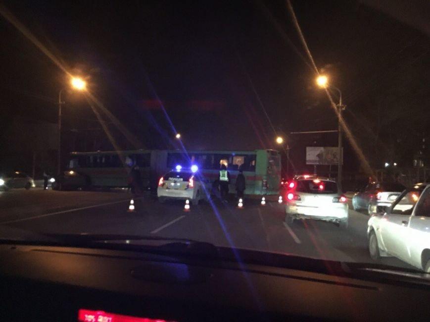 На Набережной Победы автобус перегородил 4 полосы (ФОТО) (фото) - фото 1