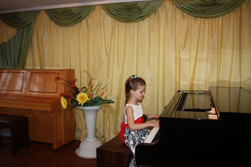 Юная авдеевская пианистка стала лауреатом областного смотра-конкурса «Бахмутская весна» (ФОТО), фото-2