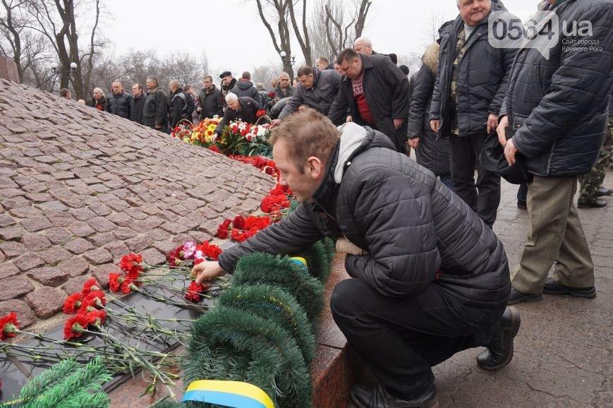 В Кривом Роге: почтили память погибших воинов-интернационалистов, Шилова собралась баллотироваться, задержан мужчина с патронами (фото) - фото 1