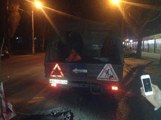 5cc8a1144d4fd0b8e976d6ee006d0e7e Одесситы из-за ям перекрывали дороги