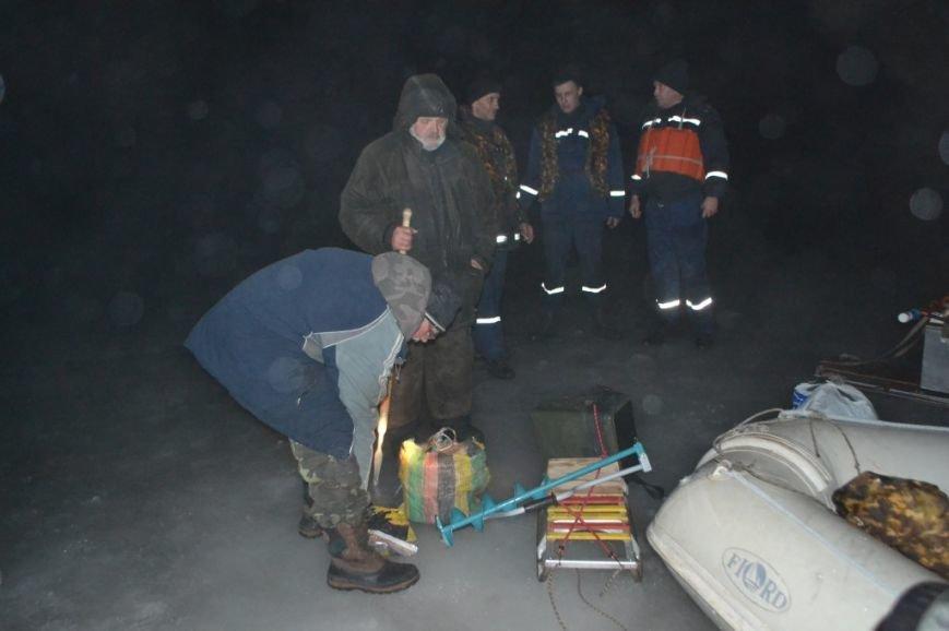 Под Киевом 11 рыбаков уплыли на льдине (ФОТО), фото-3