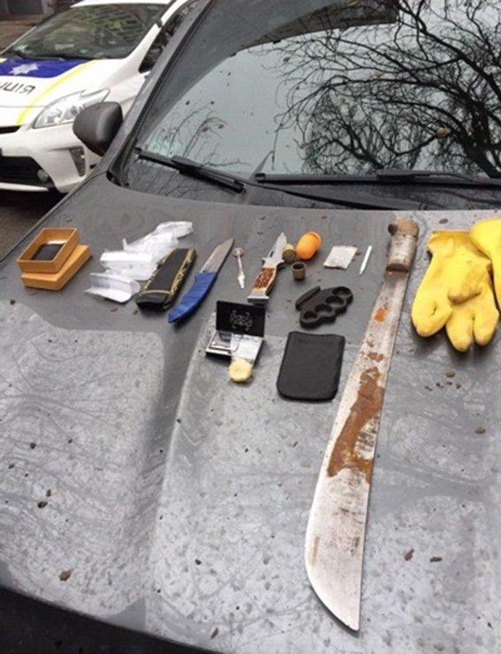 На Днепропетровщине наркодилеры перевозят в элитных автомобилях не только наркотики (ФОТО) (фото) - фото 1