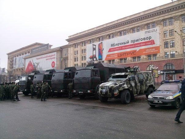 На площадь Свободы прибыла колонна военной техники (ФОТО) (фото) - фото 1