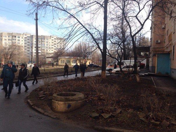 В Луганске два снаряда попали в район квартала Южный (добавлены ФОТО, ВИДЕО) (фото) - фото 2