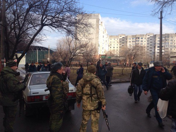 В Луганске два снаряда попали в район квартала Южный (добавлены ФОТО, ВИДЕО) (фото) - фото 3