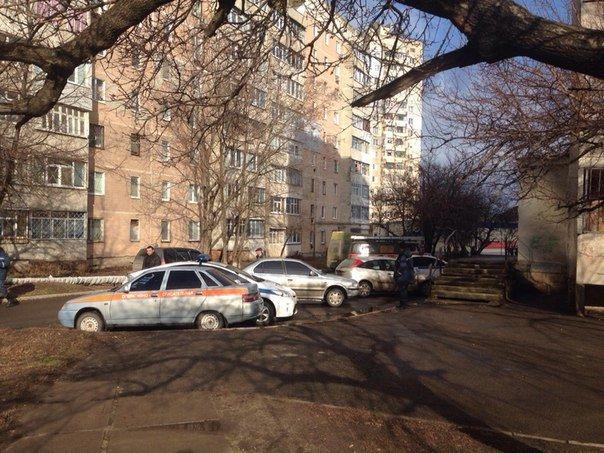 В Луганске два снаряда попали в район квартала Южный (добавлены ФОТО, ВИДЕО) (фото) - фото 5